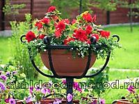 Корзинка для цветов на высокой стойке