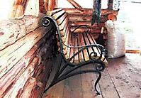 Кованая лавочка с деревянной облицовкой