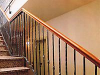 Ограждение лестницы с круглыми балясинами