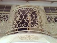Ковное ограждение балкона белое с золотом