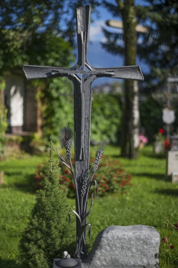 Кованый крест на могилу 19