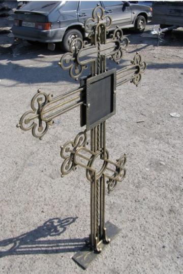 Кованый крест на могилу 04
