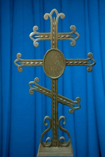 Кованый крест на могилу 01