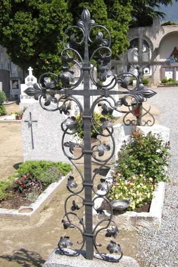 Кованый крест на могилу 18