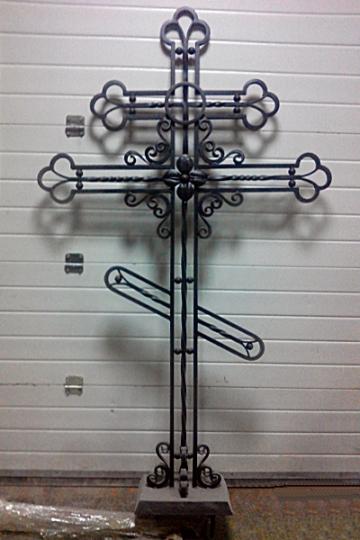 Кованый крест на могилу 06