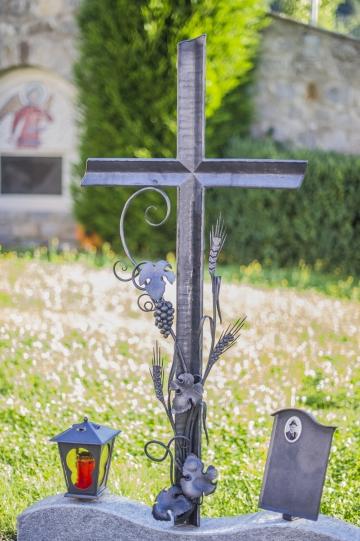 Кованый крест на могилу 20