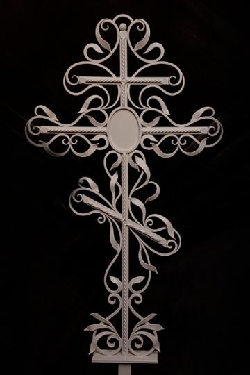 Кованый крест на могилу 10