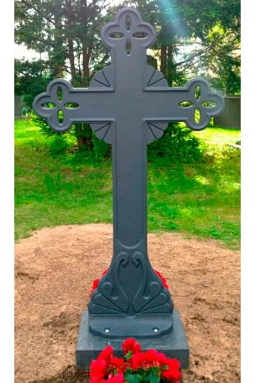 Кованый крест на могилу 11
